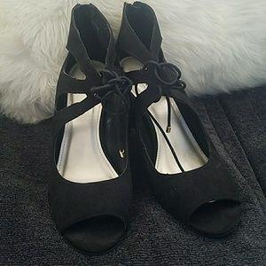 Size 9 a.n.a lace heels